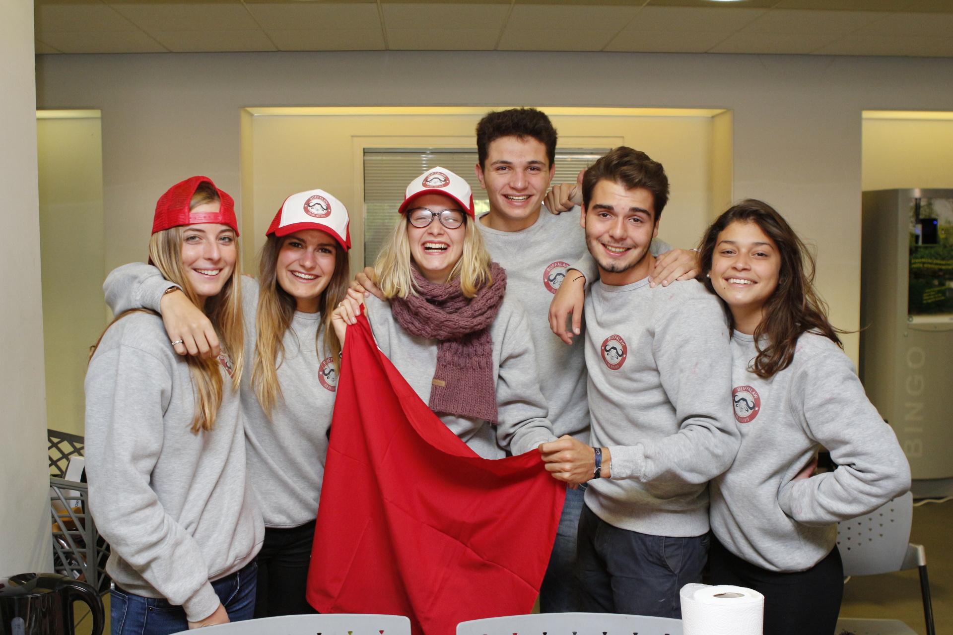 Photo d'étudiants en groupe - Les Facultés de l'Université Catholique de Lille